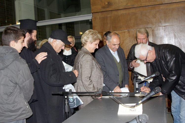"""Η παρουσίαση του βιβλίου """"Όσα από τη φιλία μου με τον Χρήστο Καπράλο"""" του Γλύπτη Βασίλη Παπασάικα (ΔΕΙΤΕ ΦΩΤΟ)"""