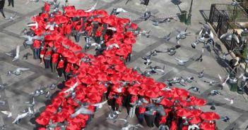 Η Περιφέρεια Δυτικής Ελλάδας συμμετέχει στην Παγκόσμια ημέρα κατά του AIDS – Φωτίζει κόκκινα τα κτίρια της σε Μεσολόγγι, Πάτρα και Πύργο,