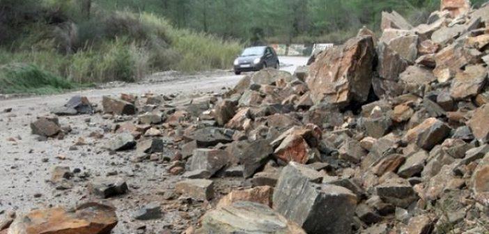 Αιτωλοακαρνανία: Κλειστοί δρόμοι από βροχές και κατολισθήσεις