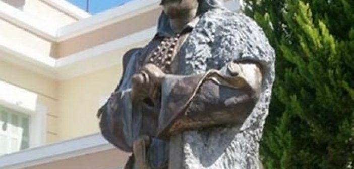 Βανδάλισαν το άγαλμα του Μάρκου Μπότσαρη στο Μεσολόγγι – Έρευνες από την αστυνομία