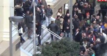 Έκλεισαν τη Γούναρη οι οπαδοί του Σώρρα – Στην Πάτρα με πούλμαν για τη δίκη του άφαντου Αρτέμη (ΔΕΙΤΕ ΒΙΝΤΕΟ-ΦΩΤΟ)