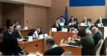 Πάτρα: Ένταση στο Περιφερειακό Συμβούλιο – Επεισόδιο μεταξύ Κατσανιώτη – Καρπέτα (ΔΕΙΤΕ ΒΙΝΤΕΟ)