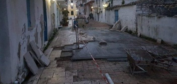 Λευκάδα: Αποκατάσταση πλακοστρώσεων στα πυρόπληκτα