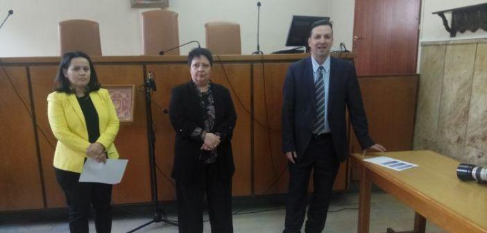 O Εισαγγελέας Πρωτοδικών Αγρινίου βραβεύει τους αριστούχους μαθητές