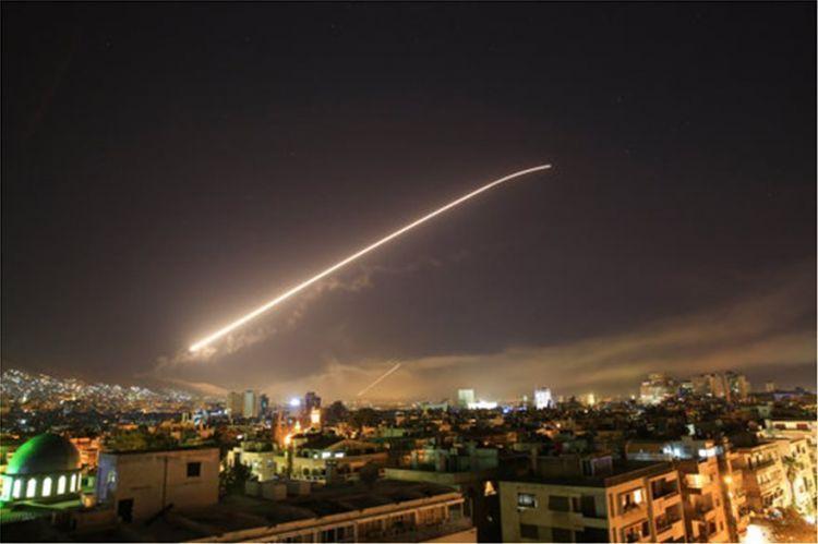 60 λεπτά διήρκεσε η πυραυλική επίθεση στη Συρία
