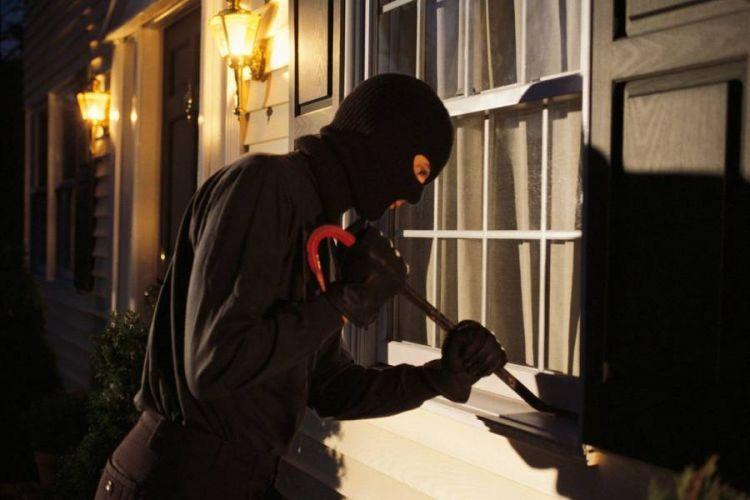 """Νεάπολη: """"Χτύπημα"""" διαρρηκτών με μεγάλη λεία – Αφαίρεσαν κουμπαρά με χρήματα και κοσμήματα από οικία 53χρονου"""