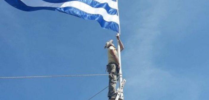 Κατεχόμενα: 16χρονος Ελληνοκύπριος κατέβασε τουρκική σημαία από σχολείο (ΔΕΙΤΕ VIDEO)