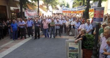 Στους δρόμους του Αγρινίου οι συνταξιούχοι (ΔΕΙΤΕ ΦΩΤΟ)