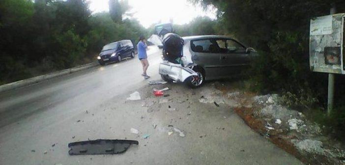 Φρύνι Λευκάδας: Καραμπόλα τεσσάρων αυτοκινήτων με τραυματίες (ΔΕΙΤΕ ΦΩΤΟ)
