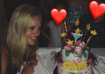 Ζέτα Μακρυπούλια: Το πάρτι γενεθλίων έχοντας στο πλευρό της τον Μιχάλη Χατζηγιάννη και τους φίλους της!