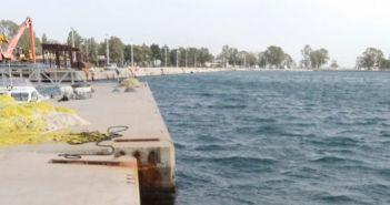 Μεσολόγγι: Ταξιδεύει μόνη της η πλωτή εξέδρα στο αλιευτικό καταφύγιο (ΔΕΙΤΕ ΦΩΤΟ)