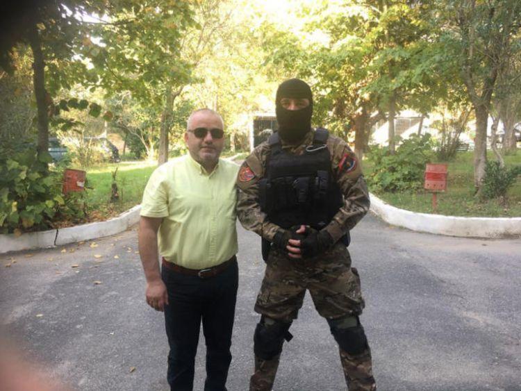 Προκαλεί Αλβανός δημοσιογράφος: Καλύτερα να κλαίνε οι μανάδες σας παρά να φορούν μαύρα οι δικές μας (ΔΕΙΤΕ ΦΩΤΟ)