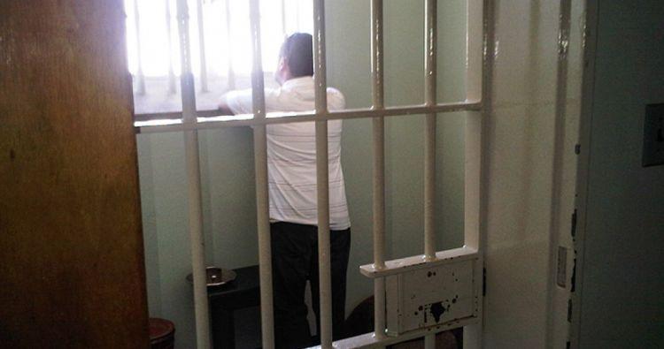 Δυτική Ελλάδα: Δέκα μήνες άδικα προφυλακισμένος με την «ρετσινιά» του βιαστή – αιμομίκτη