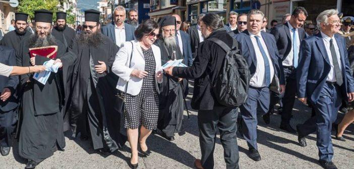 Αγρίνιο – Μεσολόγγι: Μοίρασαν φυλλάδια για την Μακεδονία στην παρέλαση (ΔΕΙΤΕ ΦΩΤΟ)