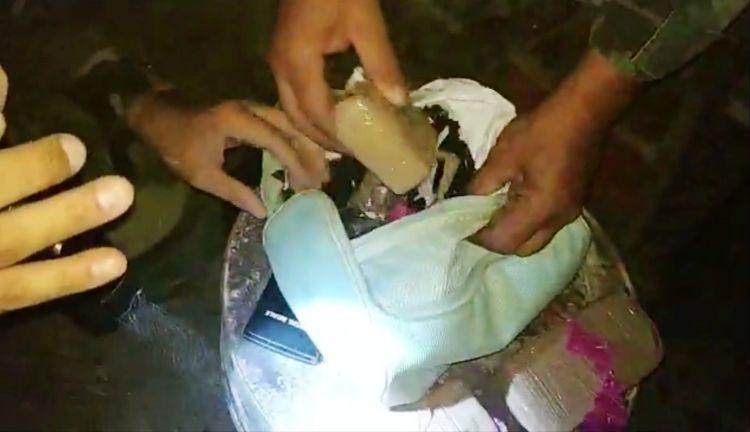 """Δείτε την στιγμή που οι αστυνομικοί εντοπίζουν ηρωίνη – Η εγκληματική οργάνωση """"έσπρωχνε"""" και στην Αιτωλοακαρνανία (VIDEO)"""