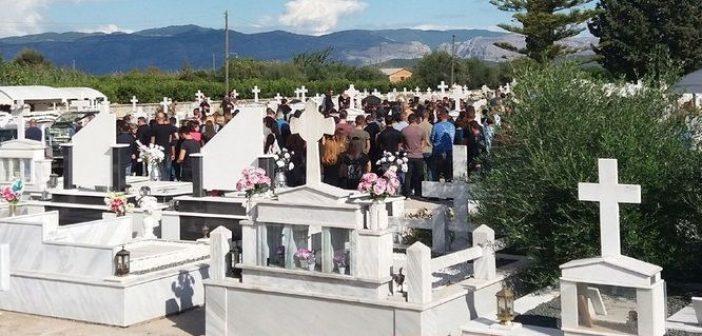 Το Νεοχώρι πενθεί! Είπαν το τελευταίο αντίο στη Στεφανία και τον Άκη (ΦΩΤΟ)