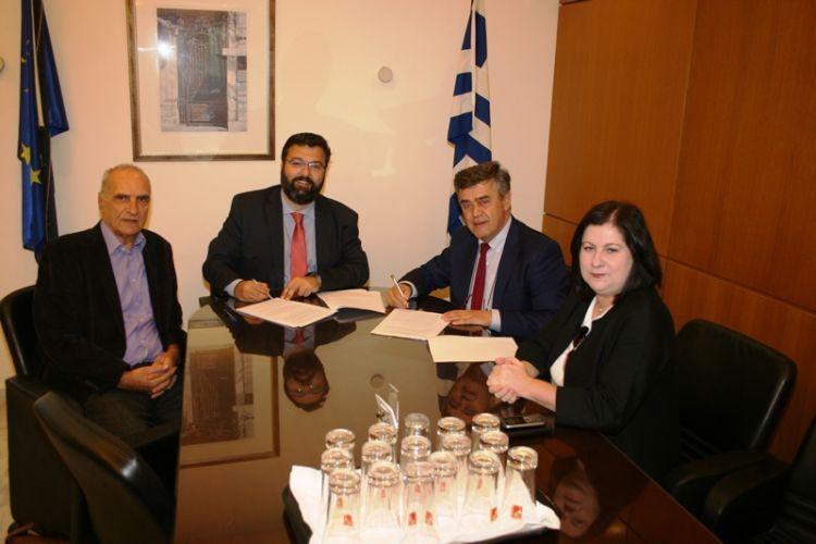 Υπεγράφη η σύμβαση για την επίστρωση συνθετικού χλοοτάπητα στο γήπεδο της Βόνιτσας (ΦΩΤΟ)