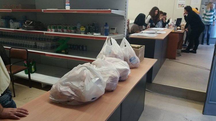 Συνεχίζεται η διανομή κρέατος και ειδών οπωροπωλείου στους δικαιούχους του ΤΕΒΑ στο Αγρίνιο
