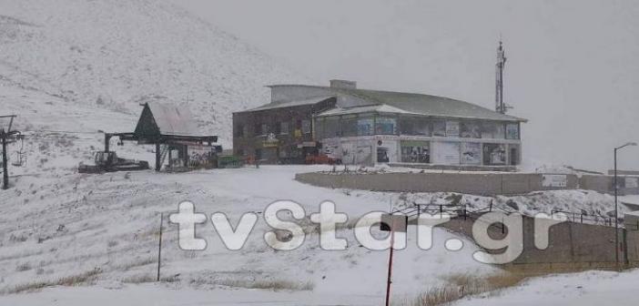 Χιονίζει στο Βελούχι (ΔΕΙΤΕ ΦΩΤΟ + VIDEO)