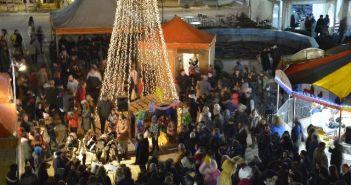 Φωταγωγήθηκε το Χριστουγεννιάτικο δένδρο στο Μεσολόγγι (ΔΕΙΤΕ ΦΩΤΟ)
