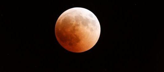 Έρχεται το «Σούπερ Ματωμένο Φεγγάρι του Λύκου» (ΔΕΙΤΕ VIDEO)