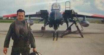 Ποιος είναι ο πιλότος του αεροσκάφους που κατέπεσε στη θαλάσσια περιοχή του Μεσολογγίου (ΦΩΤΟ)