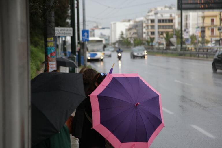 Καιρός: Μην ξεχάσετε την ομπρέλα – Βροχές και καιταιγίδες