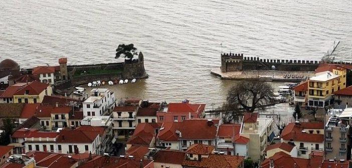 «Κοκκίνισε» το λιμάνι της Ναυπάκτου (ΔΕΙΤΕ VIDEO)