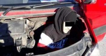 Δυτική Ελλάδα: Μετέφερε μετανάστη στον κινητήρα του αυτοκινήτου του (ΔΕΙΤΕ ΦΩΤΟ)