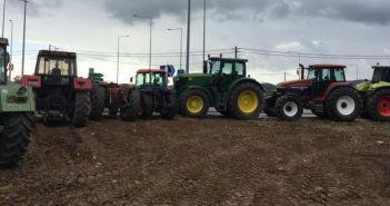 Παρατάχθηκαν τα τρακτέρ στο Χαλίκι Αιτωλικού – Ποια είναι τα αιτήματα των αγροτών, οι οποίοι απεύθυναν κάλεσμα στους συναδέλφους τους για ενίσχυση