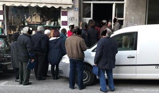 Αγρίνιο: Οι ουρές της οργής! (ΔΕΙΤΕ ΦΩΤΟ)
