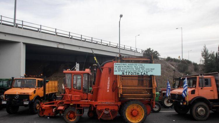 Αγρότες: Τέλος τα μπλόκα – Αποχωρούν σταδιακά τα τρακτέρ