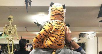 Ο Κώστας Μπακογιάννης «πιάστηκε» με την… τίγρη στην πλάτη (ΦΩΤΟ)