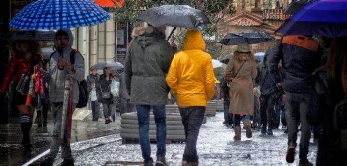 """Καιρός: Βροχές, χιονοπτώσεις και νέα """"βουτιά"""" του υδράργυρου"""
