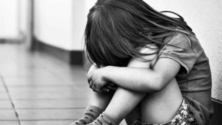 Έρευνα – σοκ για την παιδική σεξουαλική κακοποίηση: Στο 93% των περιπτώσεων δράστης και θύμα ήταν γνωστοί