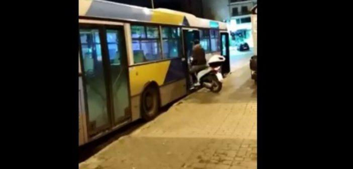 «Θεούλης» μπήκε σε λεωφορείο του ΟΑΣΑ με το μηχανάκι (VIDEO)