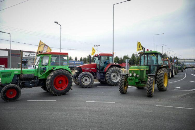 Κλειστή η Αθηνών – Πατρών στο Αίγιο! Αμετακίνητοι στα μπλόκα οι αγρότες