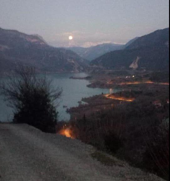 Ορεινή Ναυπακτία: Η δεύτερη «χιονισμένη» Υπερ-Σελήνη ξεπροβάλει στα Βαρδούσια (ΔΕΙΤΕ ΦΩΤΟ)