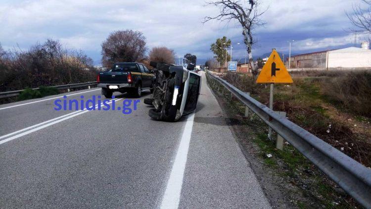 Αγρίνιο: Φορτηγάκι ανετράπη στην Αντιρρίου – Ιωαννίνων – Άγιο είχε ο οδηγός (ΔΕΙΤΕ ΦΩΤΟ)