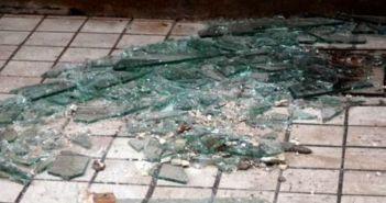 Αγρίνιο: Χειροπέδες σε 25χρονο που έσπασε τζαμαρία καταστήματος