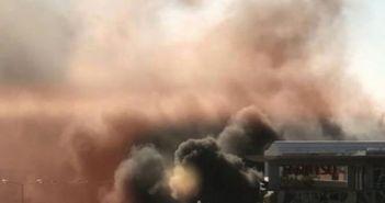 Ισχυρή έκρηξη σε πάρκινγκ στη Γλυφάδα – Καίγονται αυτοκίνητα (ΔΕΙΤΕ ΦΩΤΟ + VIDEO)