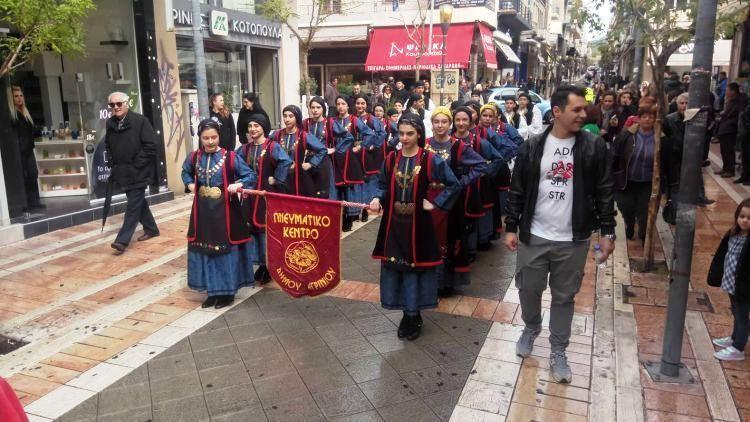 Αγρίνιο: Παρέλαση για το 1οΠαιδικό Φεστιβάλ Παραδοσιακών Χορών «Βραχωριού Χοροπατήματα» (ΔΕΙΤΕ ΦΩΤΟ)