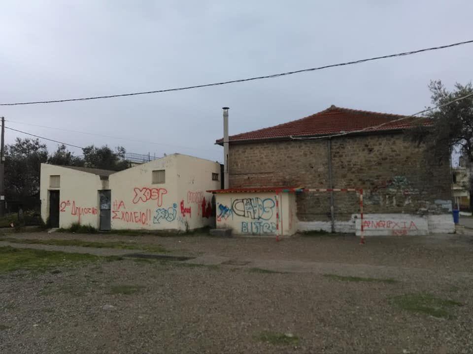 Παναιτώλιο: Βανδάλισαν με συνθήματα τους τοίχους στο 2ο Δημοτικό Σχολείο (ΔΕΙΤΕ ΦΩΤΟ)