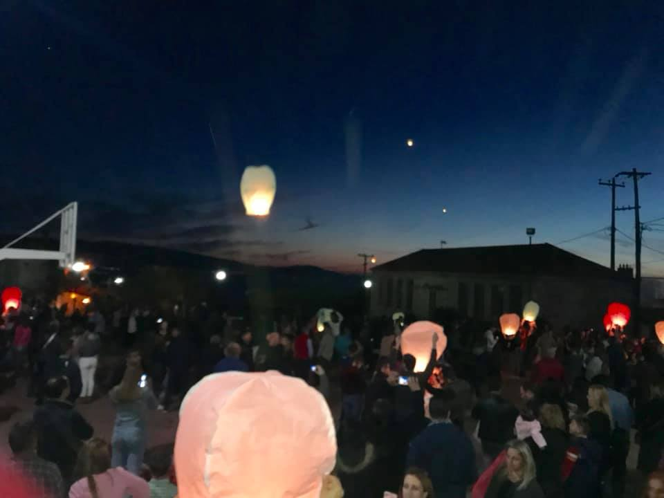 Μικρά αερόστατα φώτισαν και φέτος τον ουρανό της Τριχωνίδας (ΦΩΤΟ)