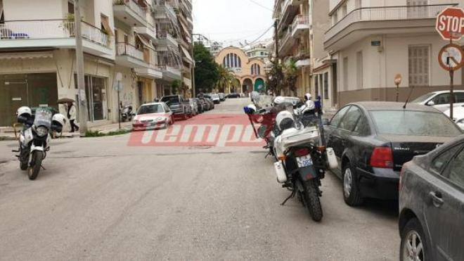 Δυτική Ελλάδα: Γυναίκα εκτός ελέγχου σε διαμέρισμα 5ου ορόφου – Εκσφενδόνιζε αντικείμενα στο δρόμο (ΦΩΤΟ)
