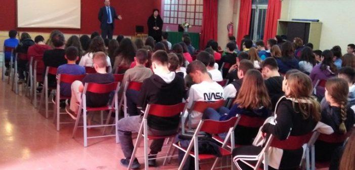 Ο Εισαγγελέας Πρωτοδικών Αγρινίου στο Γυμνάσιο Ευηνοχωρίου (ΔΕΙΤΕ ΦΩΤΟ)