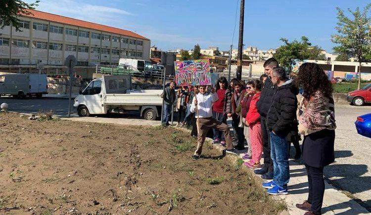 """Ναυπακτία: Μαθητές του ΕΕΕΕΚ """"υιοθετούν"""" ένα νέο πάρκο (ΔΕΙΤΕ ΦΩΤΟ)"""
