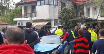 ΣΟΚ στην Παραβόλα: Μαθήτριες παρασύρθηκαν από αυτοκίνητο! (ΔΕΙΤΕ ΦΩΤΟ + VIDEO)