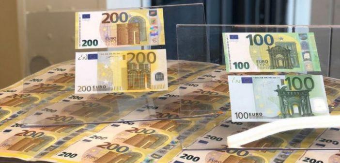 Έτσι είναι τα νέα χαρτονομίσματα των 100 και 200 ευρώ – Ασφαλέστερα και πιο φωτεινά (ΔΕΙΤΕ ΦΩΤΟ)
