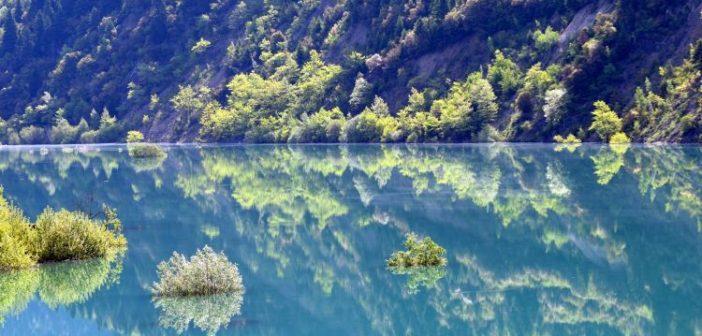 Ανοιξιάτικες απόψεις της λίμνης του Ευήνου (ΔΕΙΤΕ ΦΩΤΟ)